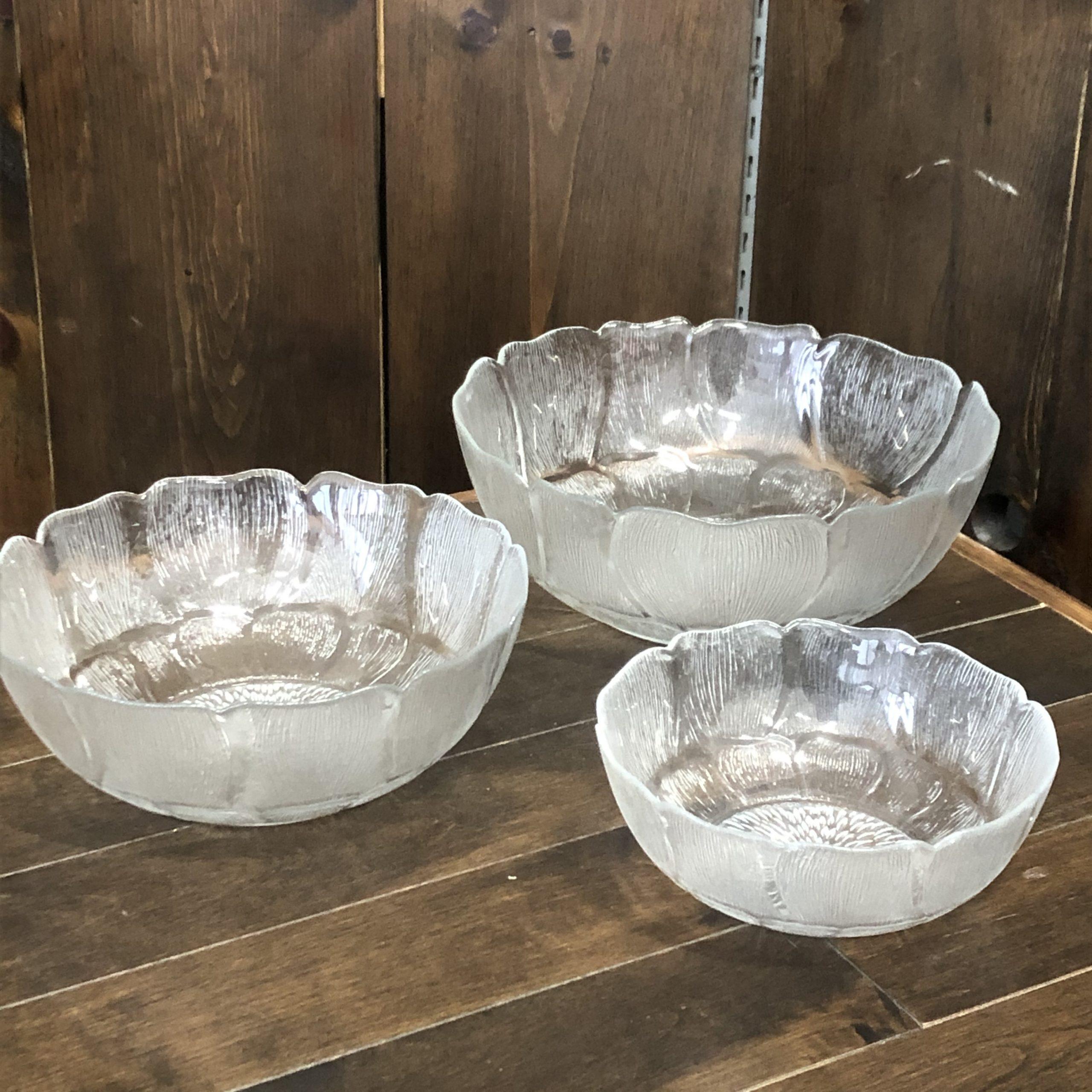 Fleur Glass Serving Bowls Image